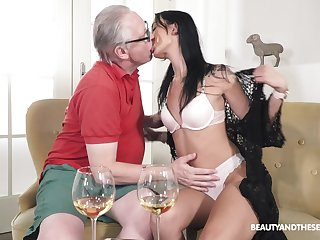 Superannuated mendicant fucks his beastlike niece and cums inside her