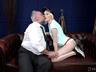 Young hon gets her hands on a huge dick that's superannuated keep out fierce