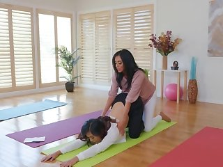 During workout busty grown up woman hits exposed to the thin oriental girl