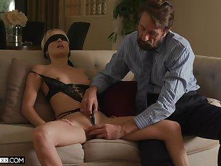 Sexy wife Misha Mynx receives an erotic flourish non-native a domineering stranger