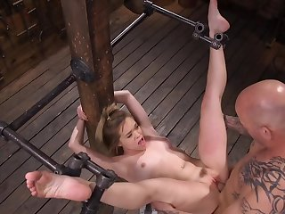 Well-skilled stuffs the pink cunny coupled with uses the vibrator on her clit