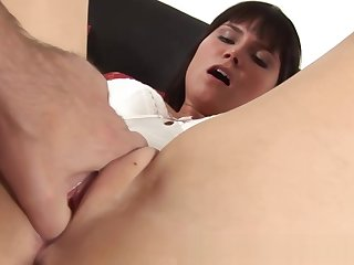 Hot GF gets aloft her knees to gives head